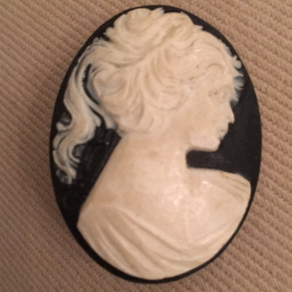 Vintage Jewelry - Vintage black celluloid cameo pin brooch